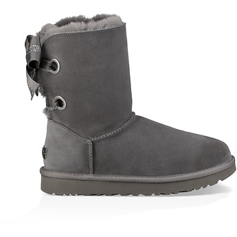 Image of UGG CUSTOMIZABLE BAILEY BOW SHORT
